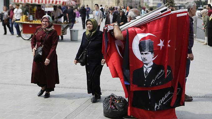 """""""Von mir aus können die alle rüber gehen"""": Erdogan gewinnt Türkei-Referendum nur knapp"""
