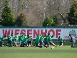 Soziale Projekte - und ein Sponsorenvertrag mit dem viel kritisierten Unternehmen Wiesenhof. Dennoch sei Werder Bremen noch ein Klub, der Engagement ernst nimmt, sagt Ronny Blaschke.