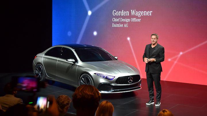 """Mercedes Chefdesiger Gorden Wagener präsentiert in Shanghai die Studie """"Concept A""""."""