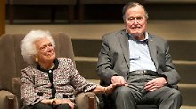 Ex-Präsident klagt über Husten: Bush senior liegt wieder im Krankenhaus