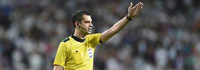 Es ist: Schiedsrichter Viktor Kassai aus Ungarn.