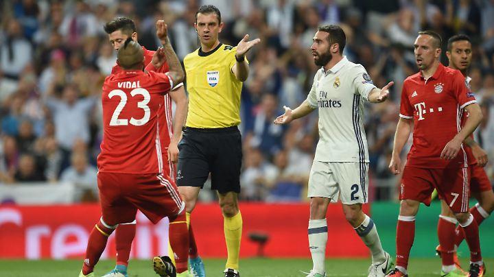 Empörung auf allen Seiten: Schiedsrichter Viktor Kassai konnte es beim Champions-League-Spiel zwischen Real Madrid und dem FC Bayern kaum jemandem recht machen.