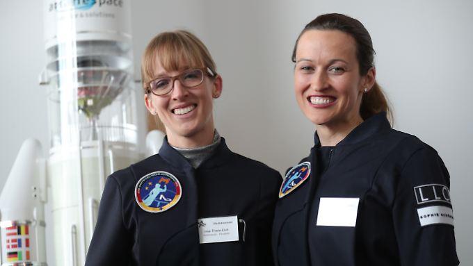 Insa Thiele-Eich (l.) und Nicola Baumann: Eine von beiden wird voraussichtlich 2020 ins All fliegen.