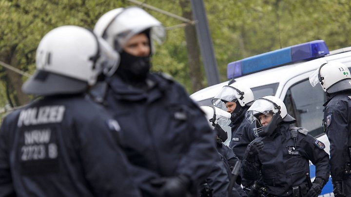Die Polizei will hart durchgreifen, wenn es nötig sein sollte.