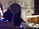 """Täter von Paris war """"bekannt"""": Französische Ermittler jagen Komplizen"""