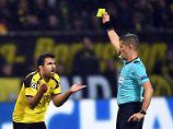 Elfmeter, Rote Karte, Abseits: Die Körpersprache verrät den Schiedsrichter