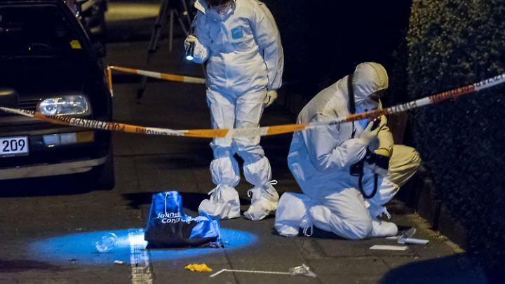 Eine Frau wurde am Karsamstag niedergestochen - sie starb kurz darauf im Krankenhaus.