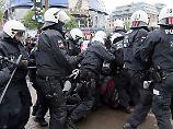 Tausende protestieren friedlich: Rangeleien stören Anti-AfD-Demos