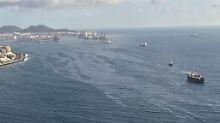 Öl breitet sich vor der Küste aus.