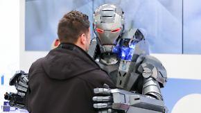 Hand in Hand auf der Hannover Messe: Mensch und Maschine gehen gemeinsam in die Zukunft