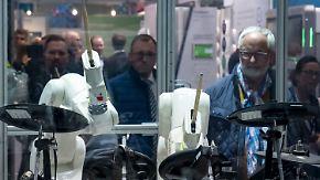 Nie müde, präzise steuerbar: Roboterarme sollen zum netten Kollegen werden
