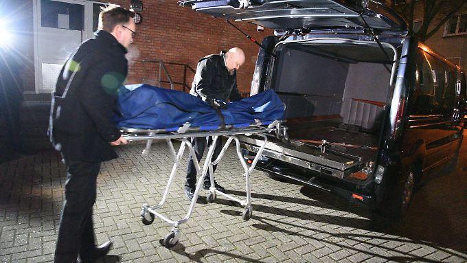 Der Mann, der von der Polizei in seiner Wohnung angeschossen wurde, starb noch vor Ort.
