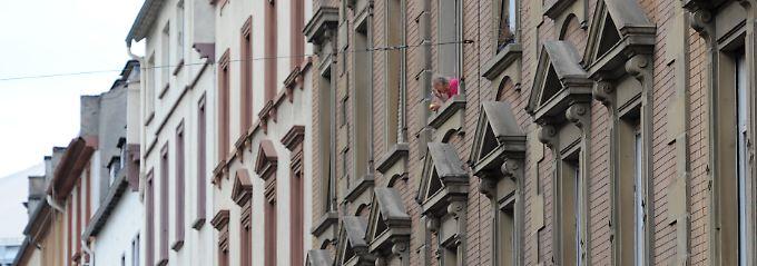 Beim Kauf einer Wohnung für 100.000 Euro kassierte der Fiskus vor zehn Jahren noch 3500 Euro. Heute sind in Berlin bei derselben Wohnung 16.500 Euro an Steuern fällig.