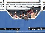 Grillo gegen Flüchtlingshelfer: Arbeiten NGOs mit Schleppern zusammen?