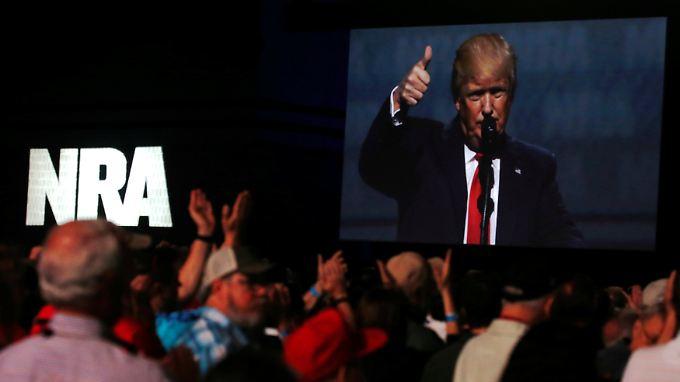 Trump ist der erste Präsident seit Ronald Reagan, der bei dem Kongress der NRA auftritt.