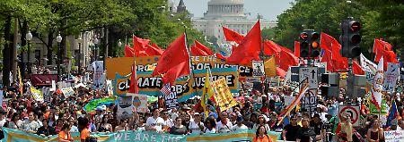 Zehntausende gingen in Washington für den Klimaschutz auf die Straße - im Hintergrund ist das Kapitol zu sehen.