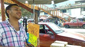José Pereira verkauft Eier an einer belebten Straße in Caracas - leben können er und seine Familie kaum davon.