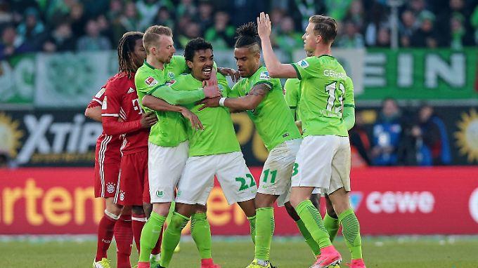 Verliert die Nerven: Wolfsburgs Kapitän Luiz Gustavo.