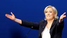 """""""Die Herrschaft des Geldes"""": Le Pen greift Macron scharf an"""