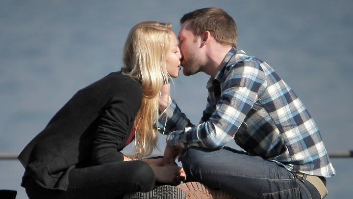 Im Zustand des Verliebtseins gibt es ein ganzes Feuerwerk an körpereigenen Stoffen.