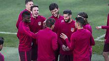 Vor dem Stadt-Duell gegen Real Madrid geben sich die Spieler von Atlético betont gelassen. Dabei spricht die Champions-League-Historie gegen sie.