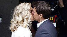 Keine Unbekannte: Tom Cruise küsst blonde Schönheit