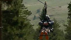 1700 Meter lange Seilbahnrutsche: Wagemutige rasen in Kroatien bäuchlings über Schluchten