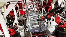 """Hohe Ausgaben für """"Model 3"""": Tesla verharrt in den roten Zahlen"""
