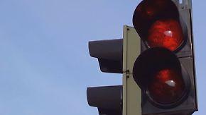 Verwirrung in Flensburg: Autofahrer rätseln über rote Ampel
