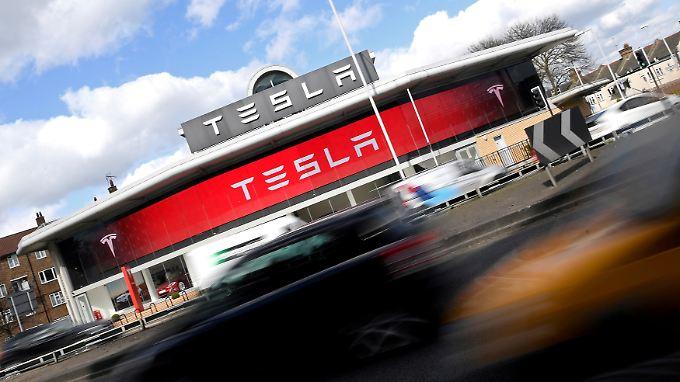 E-Autos auf Vormarsch: Tesla schreibt rote Zahlen trotz Verkaufsrekords