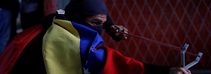 Mehr als 30 Tote seit April: Venezuela versinkt in Armut und Straßenkämpfen