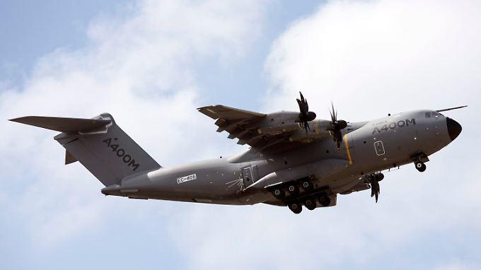 Verteidigungsministerin Von der Leyen hatte bei ihrem ersten A400M-Flug eine Panne.