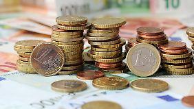 Aktien und Immobilien lohnen sich: EZB-Politik beschert deutschen Sparern hohe Verluste