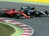 Sebastian Vettel und Lewis Hamilton liefern sich in Barcelona ein hartes Duell.