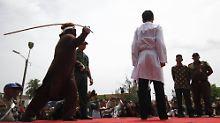 Urteil in Indonesien: Junges Pärchen wegen Sex ausgepeitscht