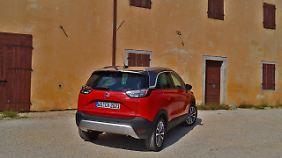 """Das """"schwebende Dach"""" und die Sichel im Blech stehen auch beim Crossland X für das neue Opel-Design."""