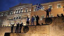 Voraussetzung für Finanzhilfen: Griechenland billigt neues Sparprogramm