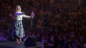 """Es war an Patricia, mit """"An Angel"""" in Dortmund den vermutlich größten Kelly-Hit zu vertonen."""