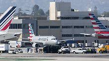 Kollision in Los Angeles: Passagierjet rammt Flughafen-Fahrzeug
