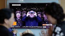 Nordkoreanischen Angaben zufolge war Kim Jong Un höchst zufrieden mit dem jüngsten Raketentest.