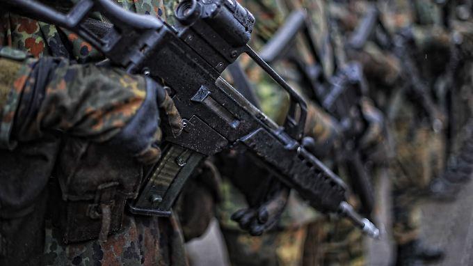 Nur getönt oder wirklich etwas dran? Der MAD hat einen Bundeswehroffizier im Visier.