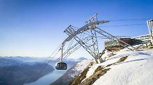 Blick auf Fjorde und Gletscher: Weltweit steilste Seilbahn in Norwegen eröffnet