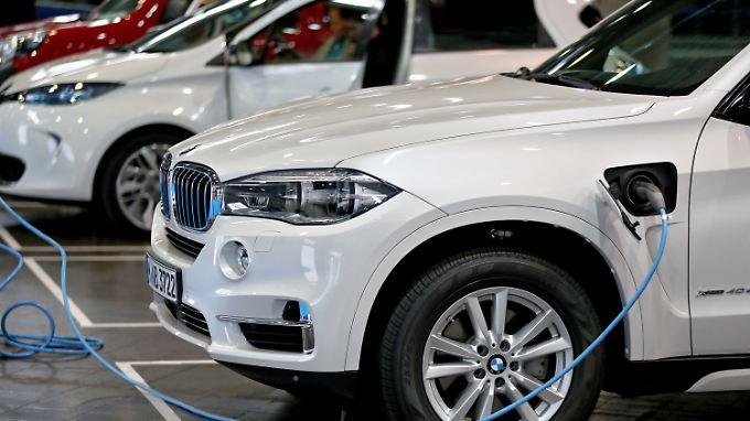BMW macht einen Gewinnsprung und das, obwohl 2017 viel Geld in Investitionen floss - etwa in Elektromobilität.