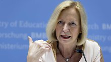 AfD klagt in Karlsruhe: Verfassungsgericht befragt Ministerin Wanka