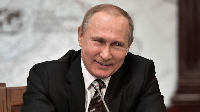 Putin empfängt zum letzten Mal vor der russischen Präsidentenwahl zum Internationalen Wirtschaftsforum.