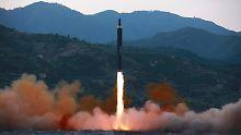 Dieses Foto zeigt den Abschuss einer noch größeren Hwasong-12-Rakete vor zwei Wochen.