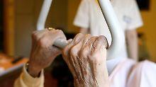 Attraktive Sparpotenziale: Pflegeversicherungen im Test