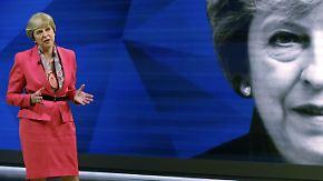 TV-Duell im Fernsehen: Theresa May will EU auch ohne Einigung verlassen
