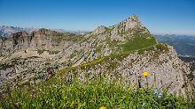 """Klettern und Fliegen kombiniert: Mad Mike bietet """"Hike and fly"""" am Achensee"""
