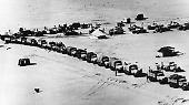 Er beginnt ein Pokerspiel, in dem er Israel bis zum Äußersten reizt. Im Frühjahr 1967 lässt er Truppen auf der Sinai-Halbinsel aufziehen.